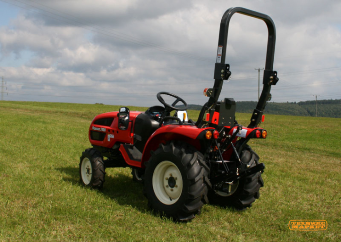 traktor-branson-2100